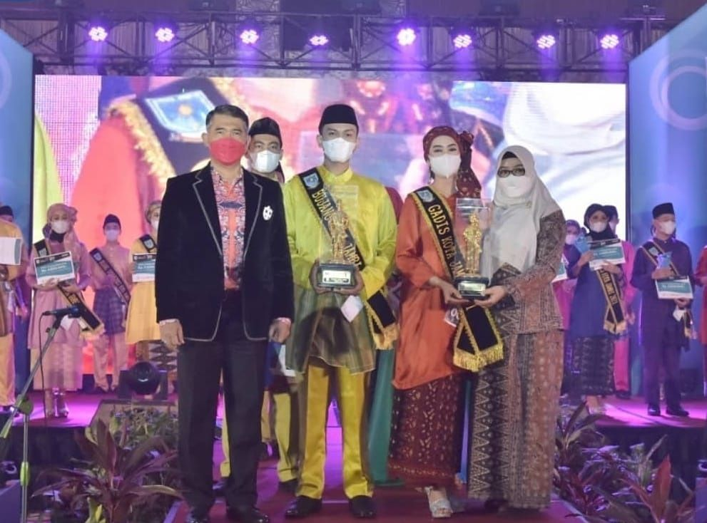Wali Kota Jambi, Sy Fasha menghadiri puncak pemilihan Bujang-Gadis Kota Jambi 2021 di BW Luxury.