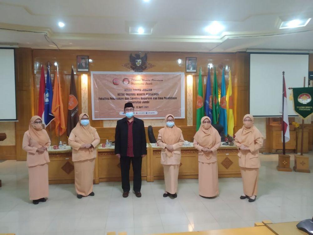 Daumi Lantik Ketua DWP Fakultas Peternakan dan FKIP