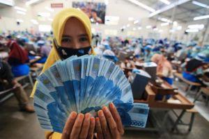 Pekerja Kontrak-Outsourcing Berhak Terima THR