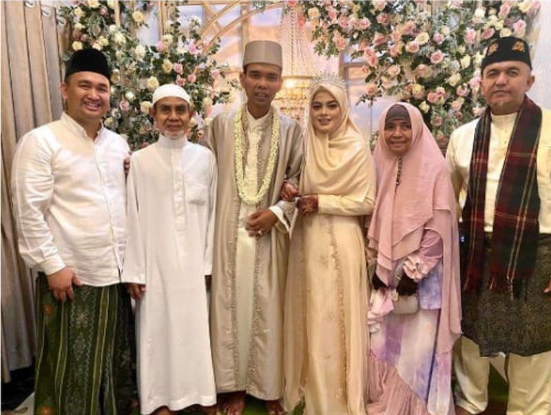 UAS resmi menikah dengan Fatimah Az Zahra (Foto: ustadzabdulsomad_official)