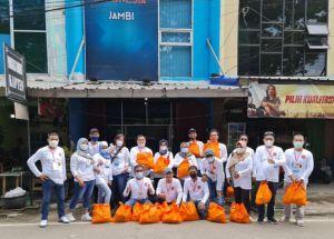 REI Peduli, Bagi-Bagi Ratusan Paket Sembako kepada Warga Jambi