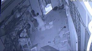 Pria Bermukena Pencuri Infak-Penusuk Jemaah Masjid Ditangkap
