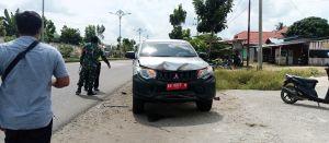 Mobnas Camat Tengah Ilir Seruduk Mobil Parkir