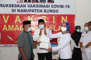 Bupati Bungo Dampingi Pj. Gubernur Jambi Tinjau Vaksinasi Lansia