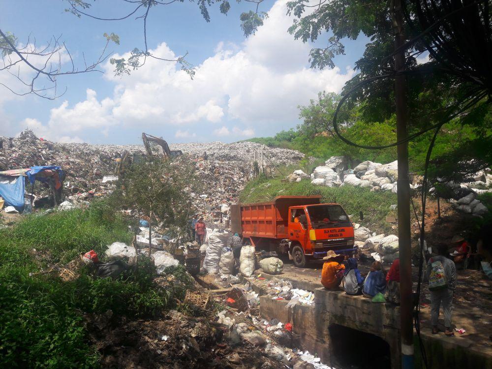 PENIMBUNAN: TPA Talang Gulo yang lama mulai ditimbun tanah untuk mengakomodasi TPA baru berbasis sanitary landfill dan membutuhkan 1000 meter kubik per tahun.