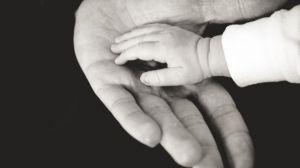 Kondisi Langka, Seorang Ibu di Afrika Selatan Melahirkan Bayi Berwajah Tua
