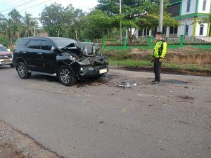 Mobil Fortuner yang Ditumpangi Bupati Merangin Tabrak Truk Batubara di Batanghari