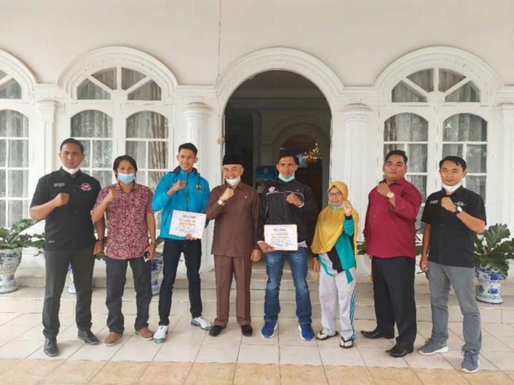 Bupati Kerinci usai melepas atlet tarung drajat dan pencak silat Kerinci ikut PON Papua