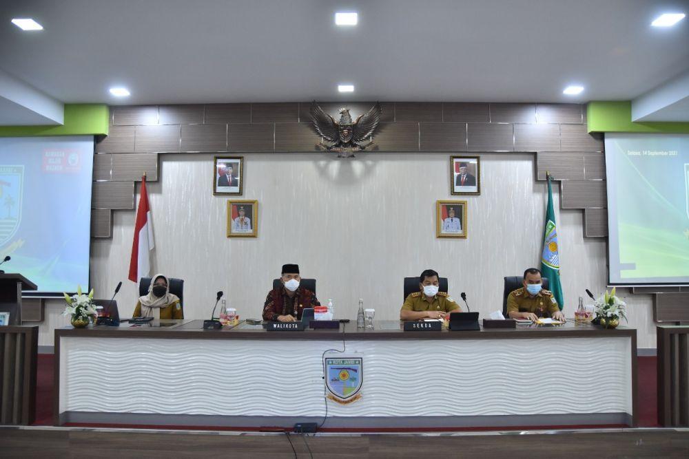 WTP UNTUK KOTA JAMBI: Wali Kota Jambi, Sy Fasha saat mengikuti acara penyerahan penghargaan oleh Kemenkeu secara daring atas raihan WTP 5 kali berturut-turut.