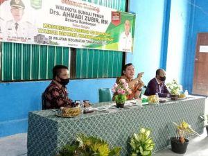 Wali Kota Ahmadi Berkantor di Tanah Kampung